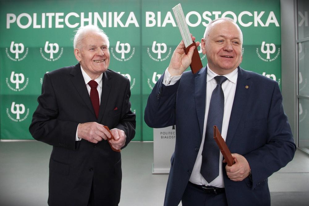 inż. Władysław Świaniewicz i Rektor Politechniki Białostockiej prof. Lech Dzienis