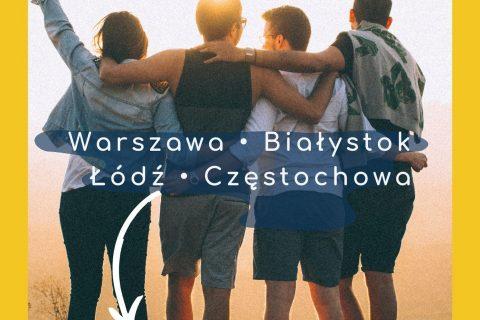 grupa 4 osób trzymających się za ramona napisy wolontariat koleżeński Warszawa Białystok Łódź Częstochowa zgłoś się https://wolontariatkolezenski.pl/