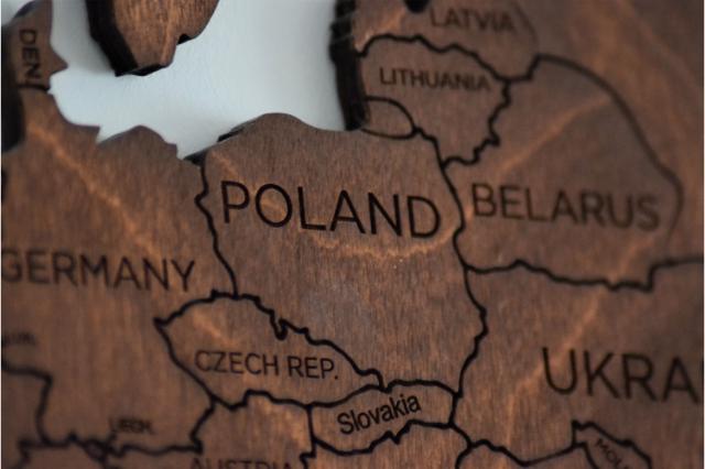 Drewniane puzzle przedstawiające kraje europejskie, Polskę i kraje ościenne.