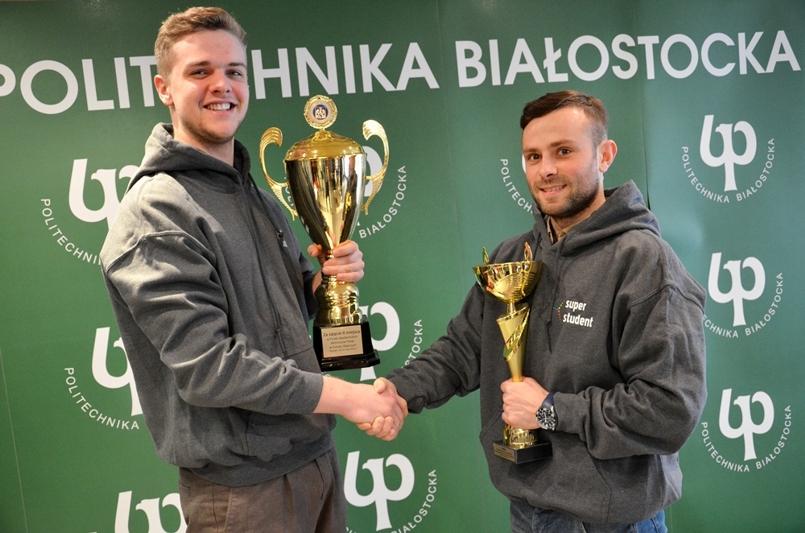 Studenci Politechniki Białostockiej z pucharami