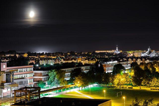 widok nocny z lotu ptaka na Politechnikę Białostocką