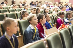 Dzieci na wykładzie zorganizowanym na Politechnice Białostockiej