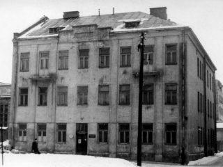 Pierwszy budynek WSI przy ul. Białej