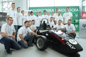 Zespół konstruktorów pierwszego bolidu skonstruowanego przez studentów Politechniki Białostockiej