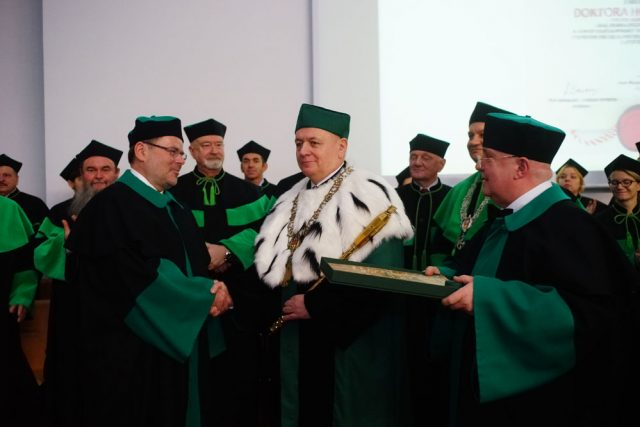prof. Krzysztof Jan Kurzydłowski otrzymuje tytuł Doktora Honoris Causa Politechniki Białostockiej