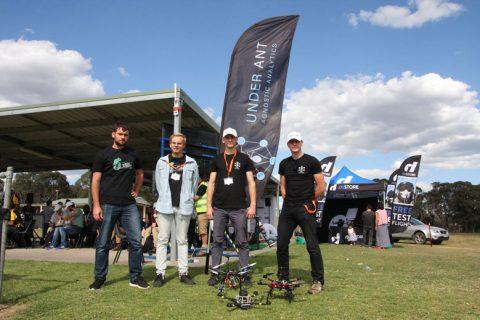 drużyna na zawodach dronów