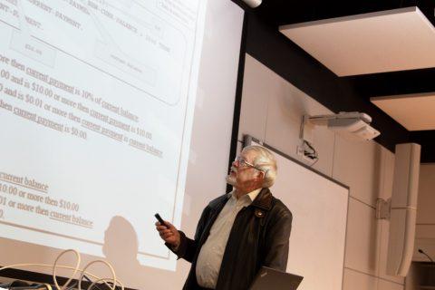 Harry Sneed podczas obrad konferencji KKIO na Wydziale Informatyki