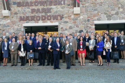 zdjęcie grupowe uczestników konferencji