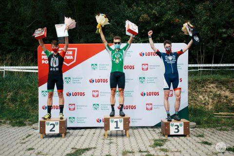 Wiktor Gindorowicz na podium zawodów w kolarstwie górskim