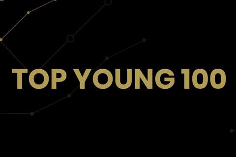 Na czarnym tle złotą czcionka wpisana nazwa Top Young 100