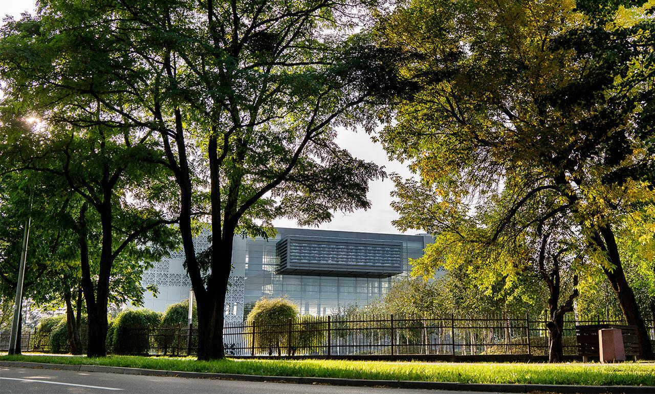 widok budynku Biblioteki PB