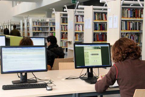 czytelnia w Bibliotece PB