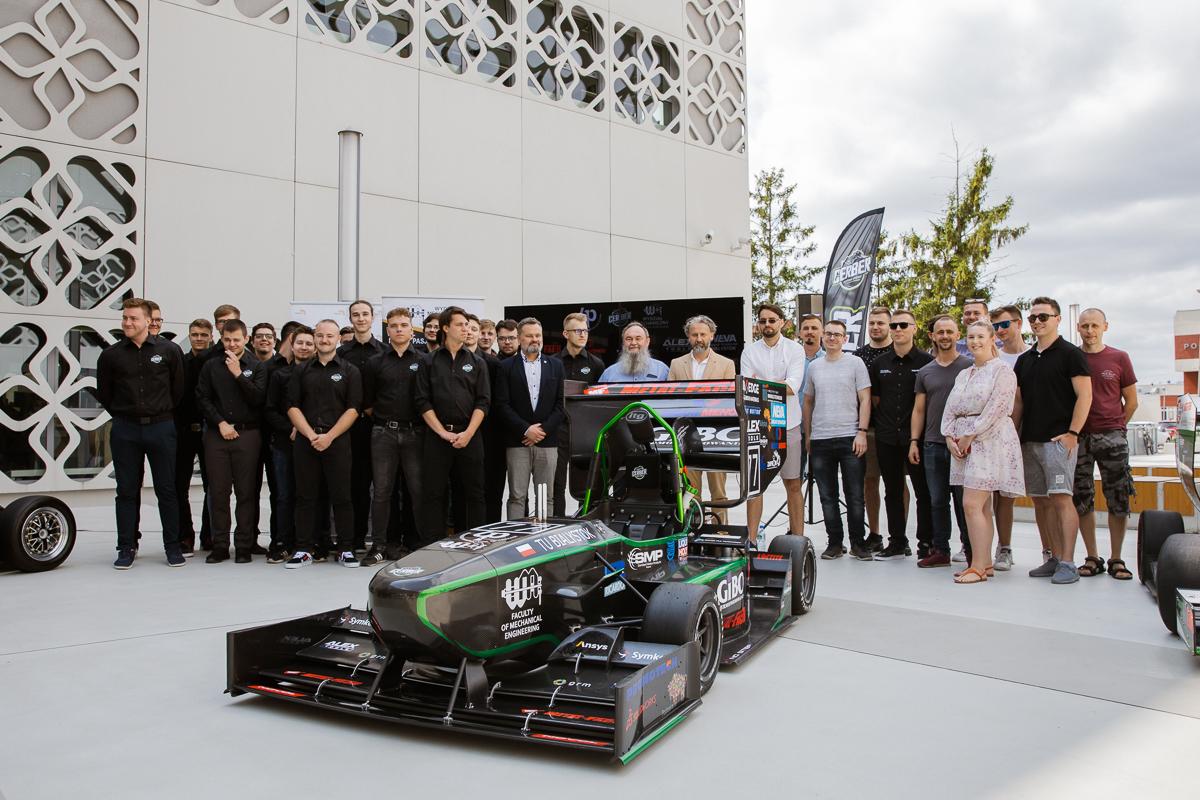 Bolid CMS-07 Formuła Student. Siódme dziecko zespołu Cerber Motorsport, fot. Gabriela Kościuk, Politechnika Białostocka, pojazd, bolid, konstruktorzy