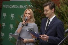 Spotkanie opłatkowe pracowników i studentów Politechniki Białostockiej, prowadzący spotkanie Magdalena Gołaszewska i dziennikarz Radia Akadera Mateusz Andruszkiewicz