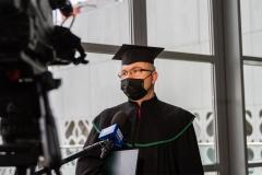 Doktor habilitowany udziela wywiadu TVP3