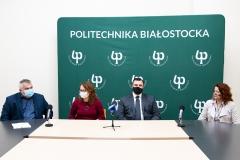 Konferencja prasowa w dn. 29 stycznia 2021 r. Od lewej: dr Marek Kiluk, dr hab. Zyta Beata Wojszel, prof. PB Maciej Zajkowski, rektor PB Marta Kosior-Kazberuk
